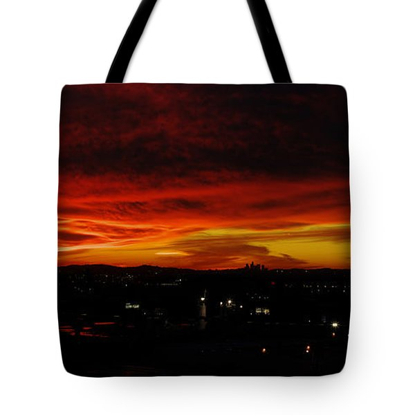 Sunset Over L.a. Tote Bag by Mike Herdering