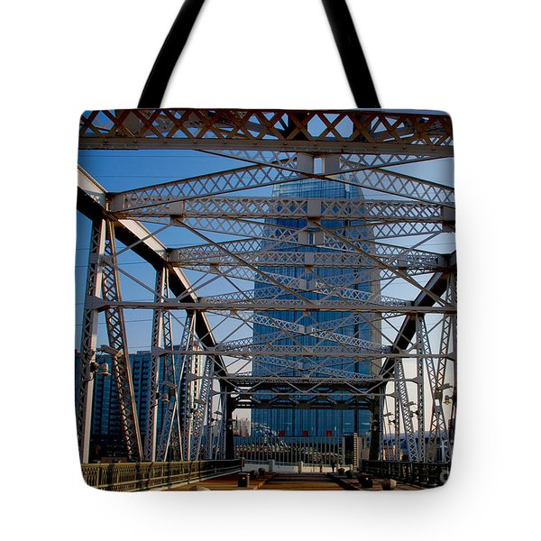 The Bridge In Nashville Tote Bag by Susanne Van Hulst