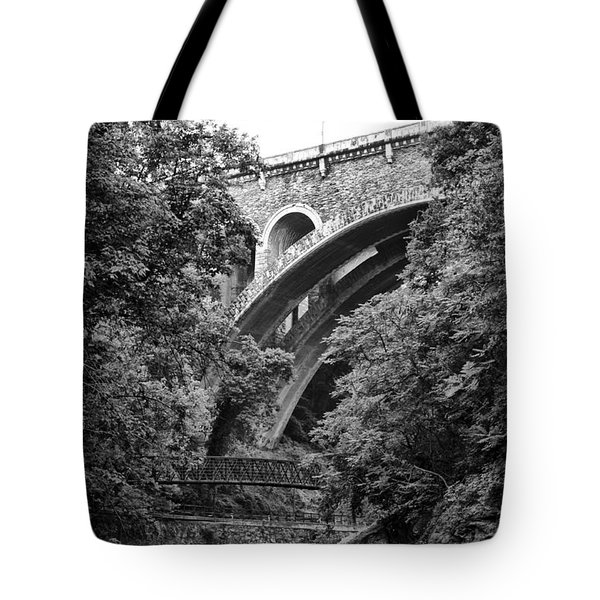 The Wissahickon Creek And Henry Avenue Bridge Tote Bag by Bill Cannon
