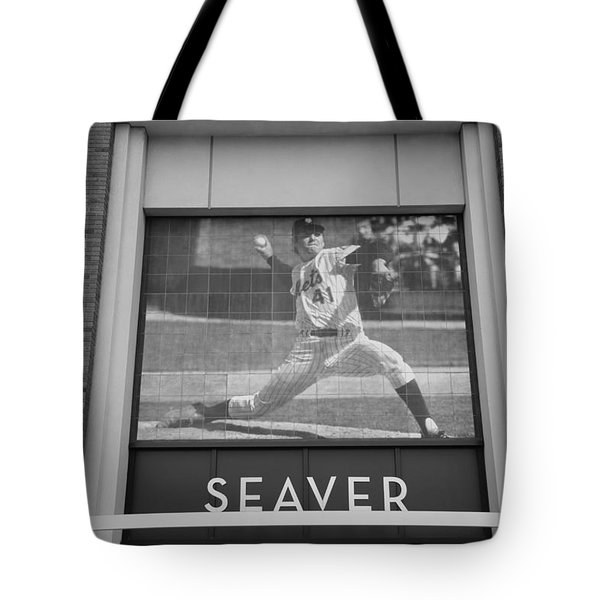 Tom Seaver 41 In Black And White Tote Bag by Rob Hans