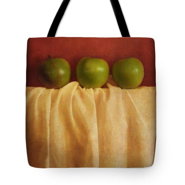 Trois Pommes Tote Bag