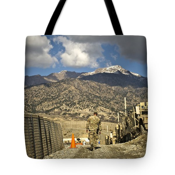 U.s. Army Soldier Walks Down A Path Tote Bag by Stocktrek Images