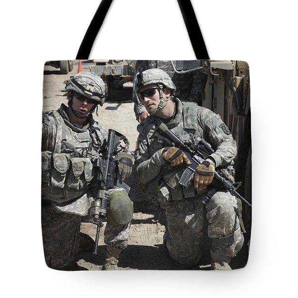 U.s. Soldiers Coordinate Security Tote Bag by Stocktrek Images