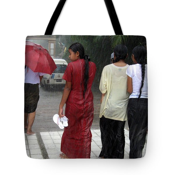 Walking In The Rain Tote Bag by RicardMN Photography