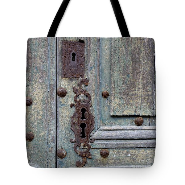 Tote Bag featuring the photograph Weathered by Lainie Wrightson