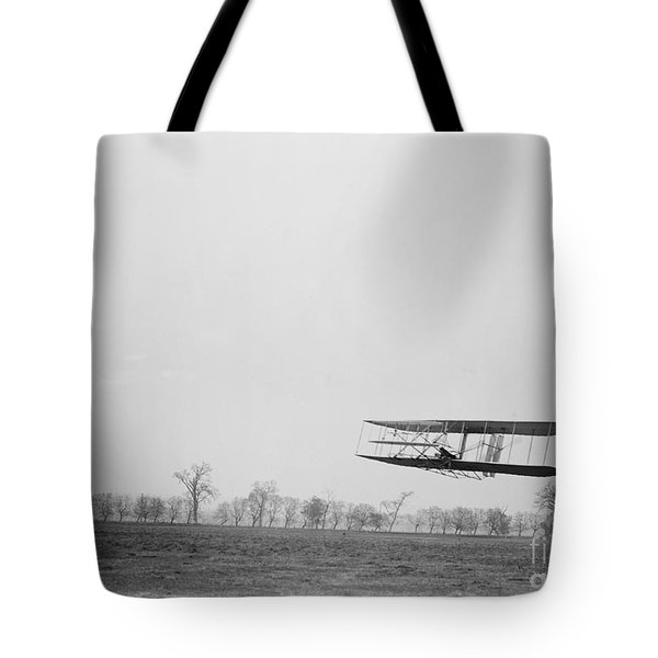 Wilbur Wright Piloting Wright Flyer II Tote Bag by Science Source