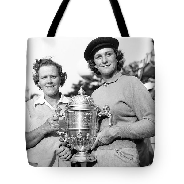 Patty Berg And Babe Didrikson Tote Bag by Underwood Archives