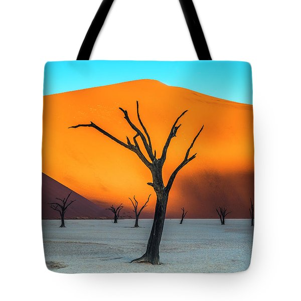 Beauty Lives Forever. Tote Bag