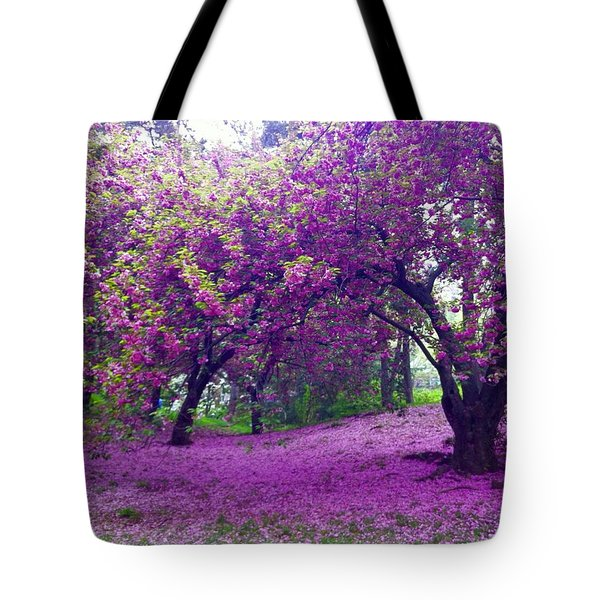 Blossoms In Central Park Tote Bag