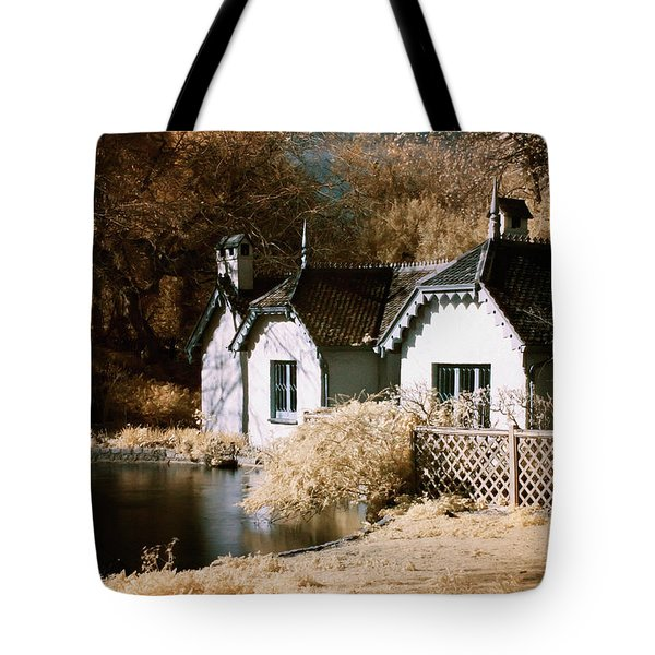Tote Bag featuring the photograph Duck Island Cottage by Helga Novelli