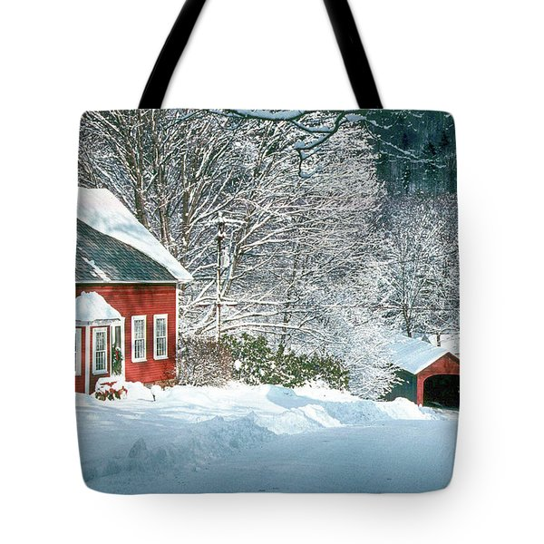 Tote Bag featuring the photograph Green River Bridge In Snow by Paul Miller