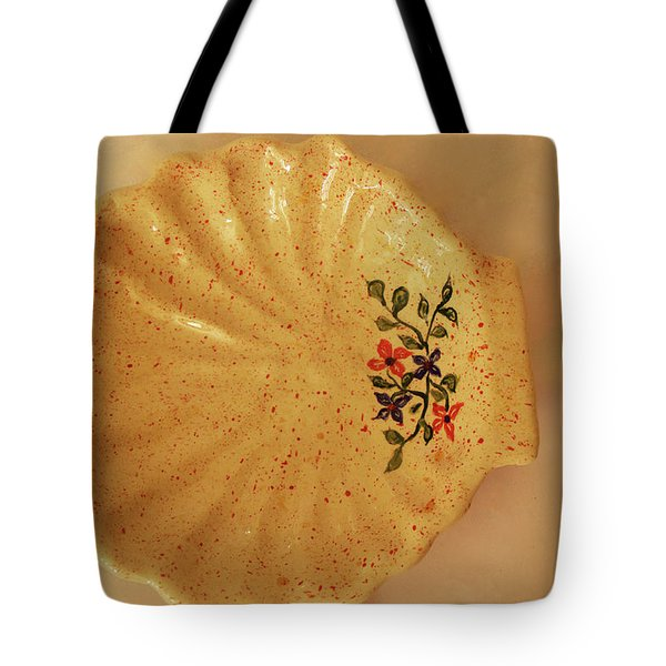 Medium Shell Plate Tote Bag by Itzhak Richter