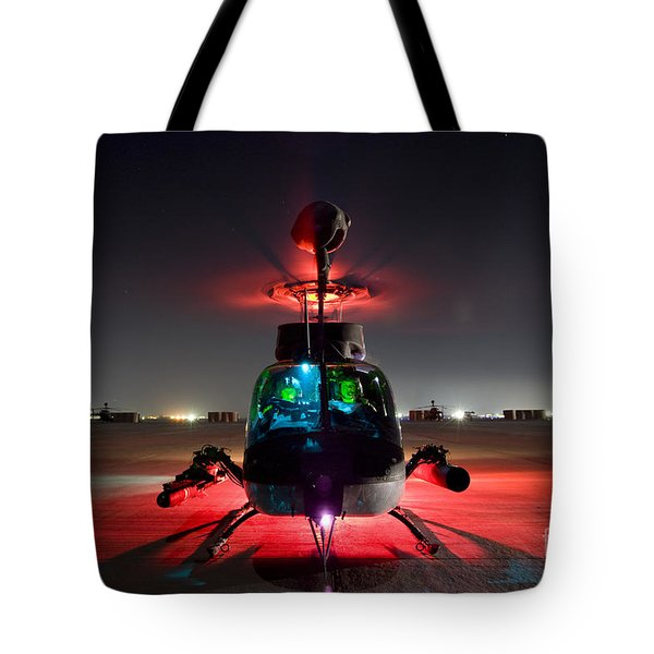 Oh-58d Kiowa Pilots Run Tote Bag by Terry Moore