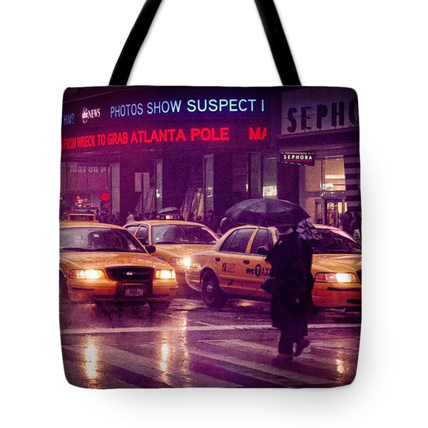 Tote Bag featuring the photograph Times Square In The Rain by Ray Devlin