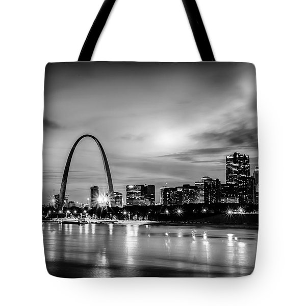 City Of St. Louis Skyline. Image Of St. Louis Downtown With Gate Tote Bag