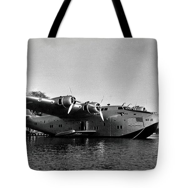 1942 China Clipper Flying Boat In Hawaii Tote Bag