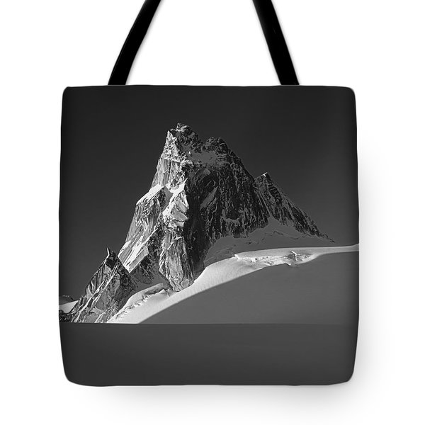 1m2716-bw Sunrise On Pigeon Spire Tote Bag