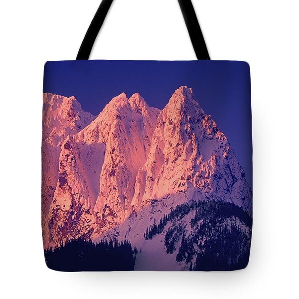 1m4503-a Three Peaks Of Mt. Index At Sunrise Tote Bag
