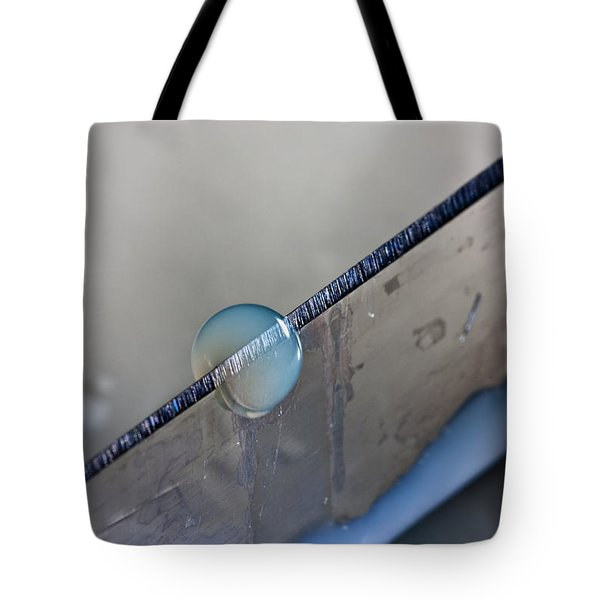 Cutting A Drop Tote Bag by Joerg Lingnau