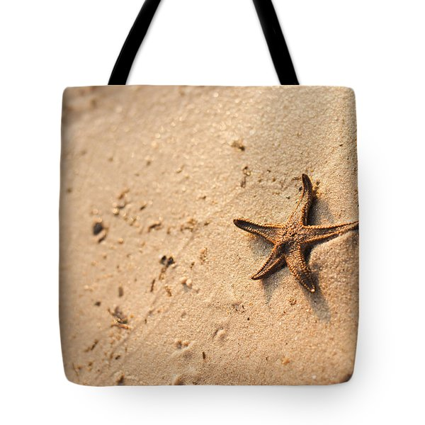 Star Fish On A Sandy Beach Tote Bag