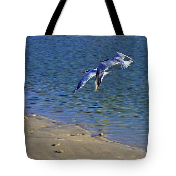 2 Terns In Flight Tote Bag