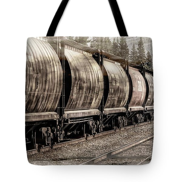 2816 Empress Passing Grain Tote Bag