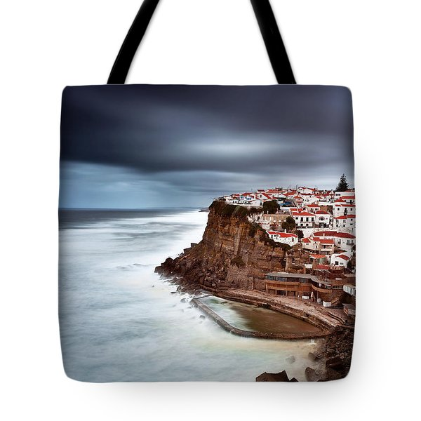 Tote Bag featuring the photograph Upcoming Storm by Jorge Maia
