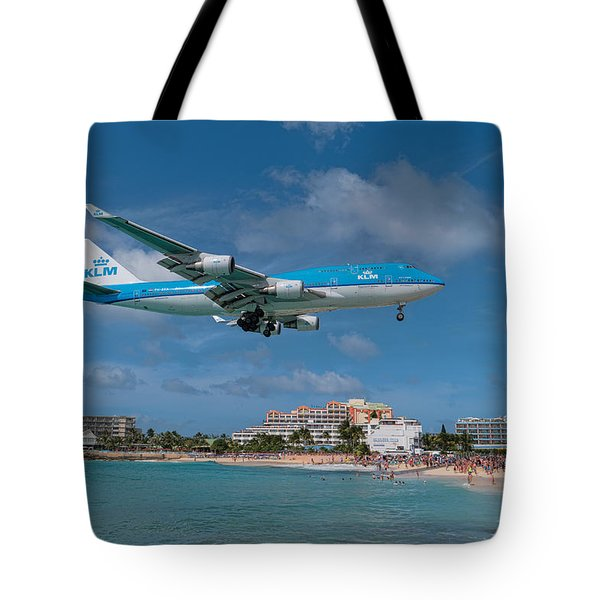K L M Landing At St. Maarten Tote Bag