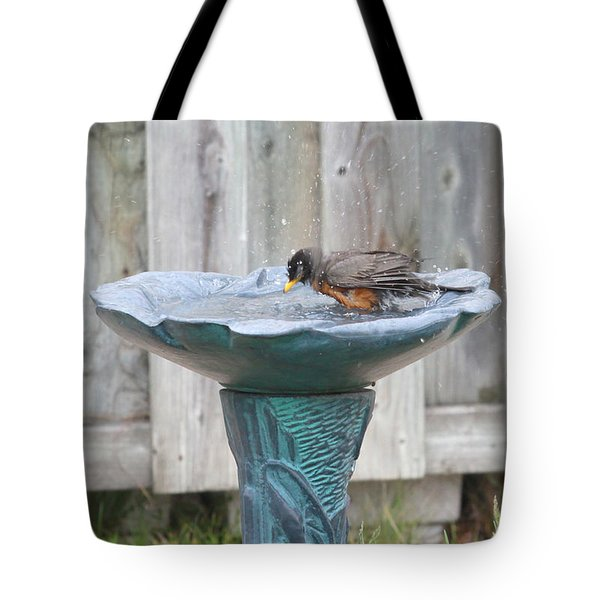 A Robin Bathing Tote Bag