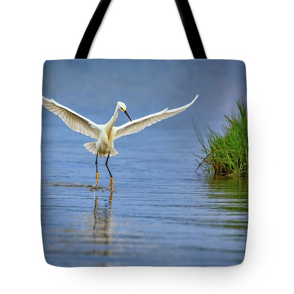A Snowy Egret Dip-fishing Tote Bag