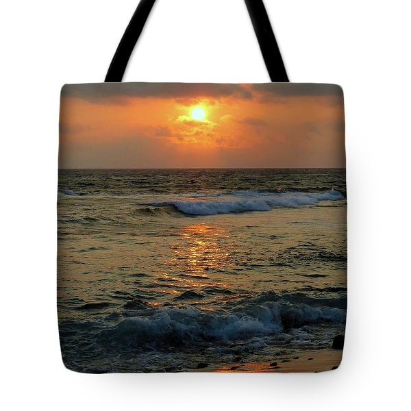Tote Bag featuring the photograph A Sunset To Remember by Lori Seaman