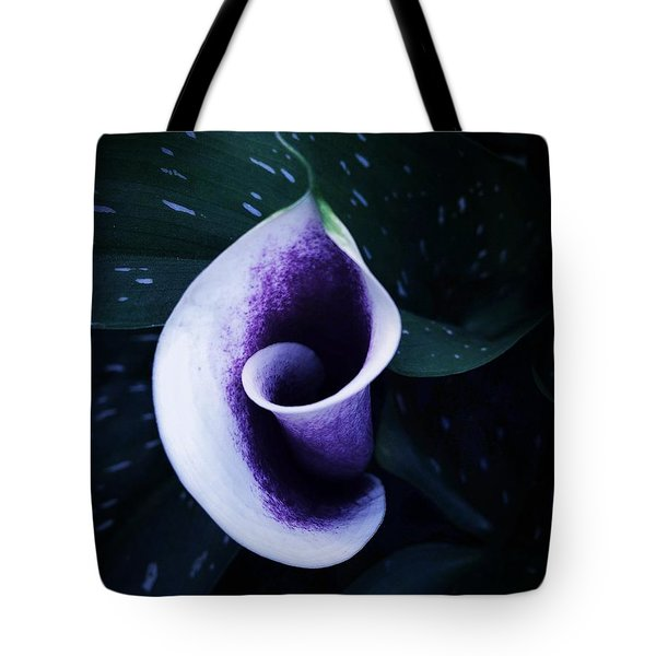 A Twist Tote Bag
