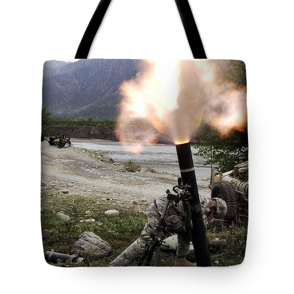 A U.s. Army Soldier Ducking Away Tote Bag by Stocktrek Images