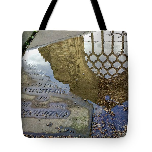 Abbey Ruins - Edinburgh Tote Bag