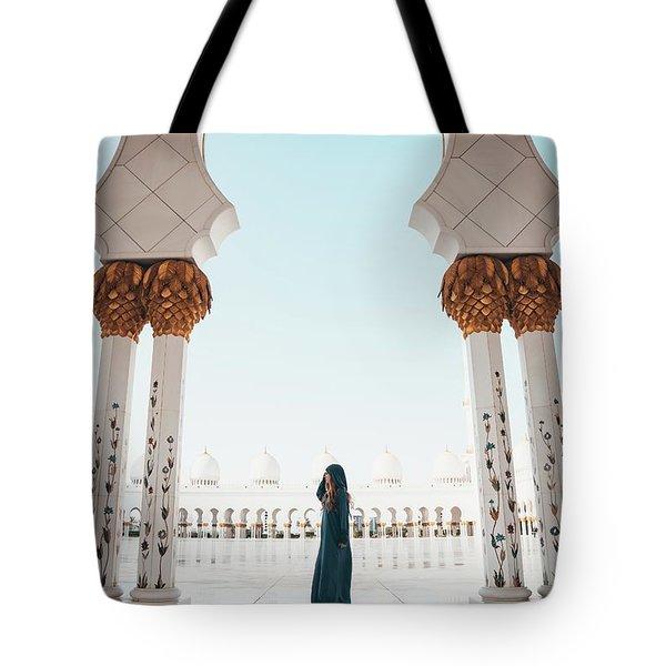 Abu Dhabi Mosque Tote Bag
