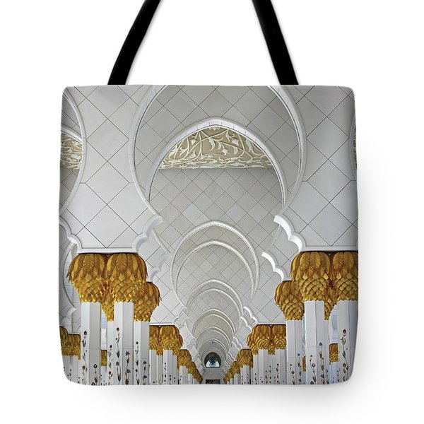 Abu Dhabi Mosque Tote Bag