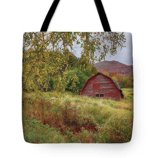 Adirondack Barn In Autumn Tote Bag