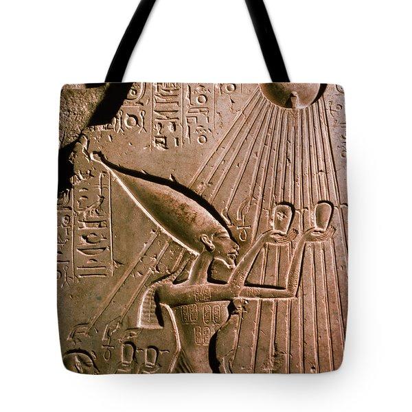 Akhenaton With Sun God Tote Bag by Science Source