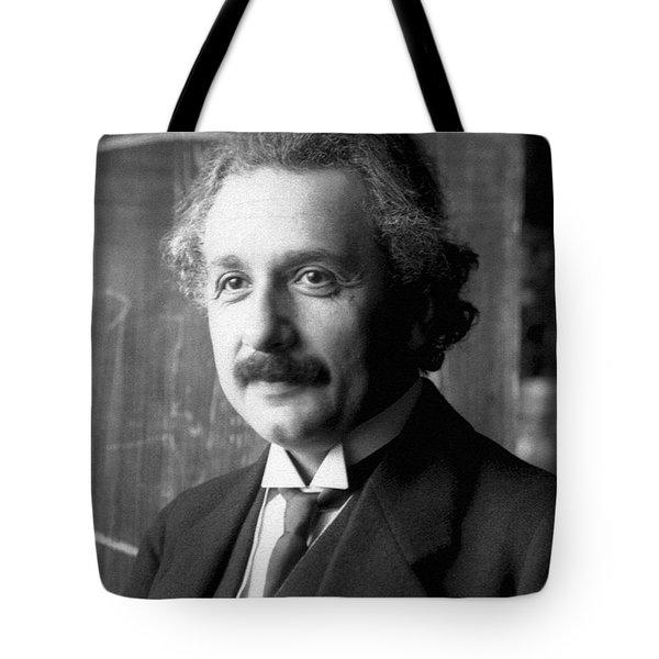 Albert Einstein Nel 1921 Tote Bag