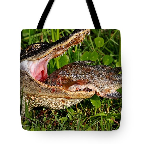 Alligator Eating Fish Tote Bag