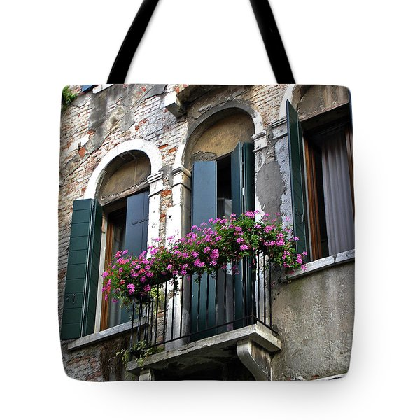 Tote Bag featuring the photograph Along The Grand Canal by Lynda Lehmann