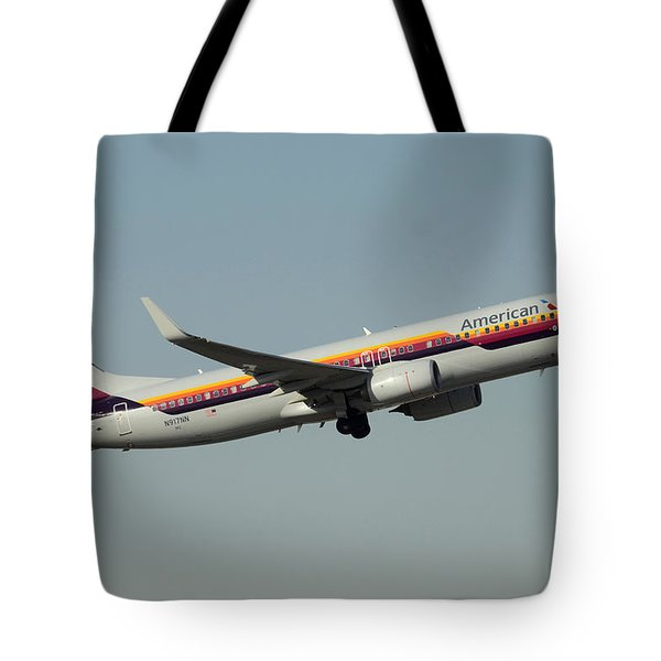 American Boeing 737-823 N917nn December 31 2015 Tote Bag
