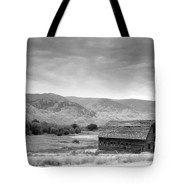 An Old Barn Tote Bag