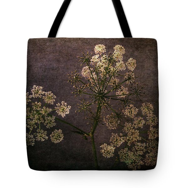 Tote Bag featuring the photograph Anthriscus Sylvestris by Randi Grace Nilsberg