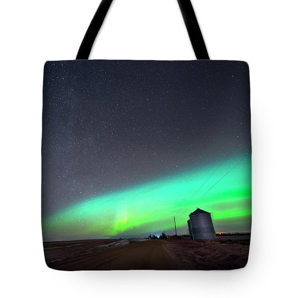 Tote Bag featuring the photograph Arc Of The Aurora by Dan Jurak