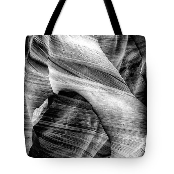 Arch In The Slots Tote Bag