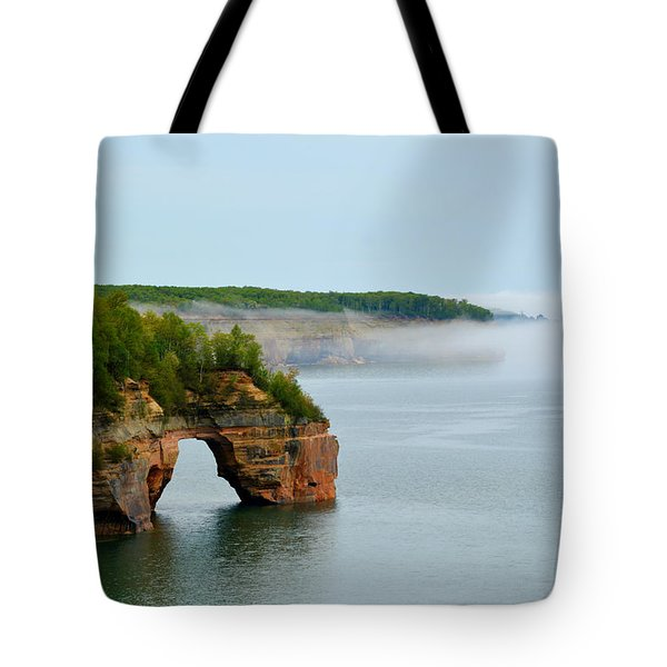 Arch Over Superior Tote Bag
