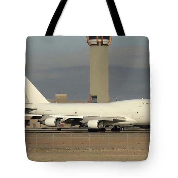 Atlas Air Boeing 747-45e-sf N473mc Phoenix Sky Harbor December 20 2015  Tote Bag