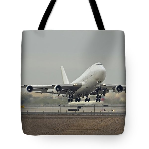 Atlas Air Boeing 747-45e-sf N473mc Phoenix Sky Harbor December 24 2015 Tote Bag
