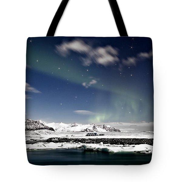 Aurora At Glacier Lagoon Tote Bag by Roddy Atkinson